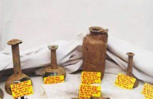 В древней гробнице на Эвии обнаружены три скелета, сосуды и монеты